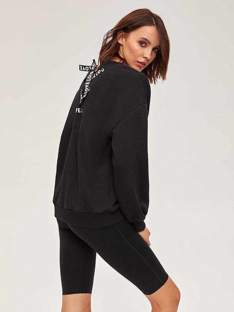 Bluza czarna oversize z tasiemką na plecach Love&Live