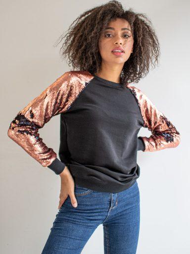 Bluza czarna zakładana przez głowę z cekinami w kolorze brzoskwini Katarina Ivanenko (zdjęcie 6)
