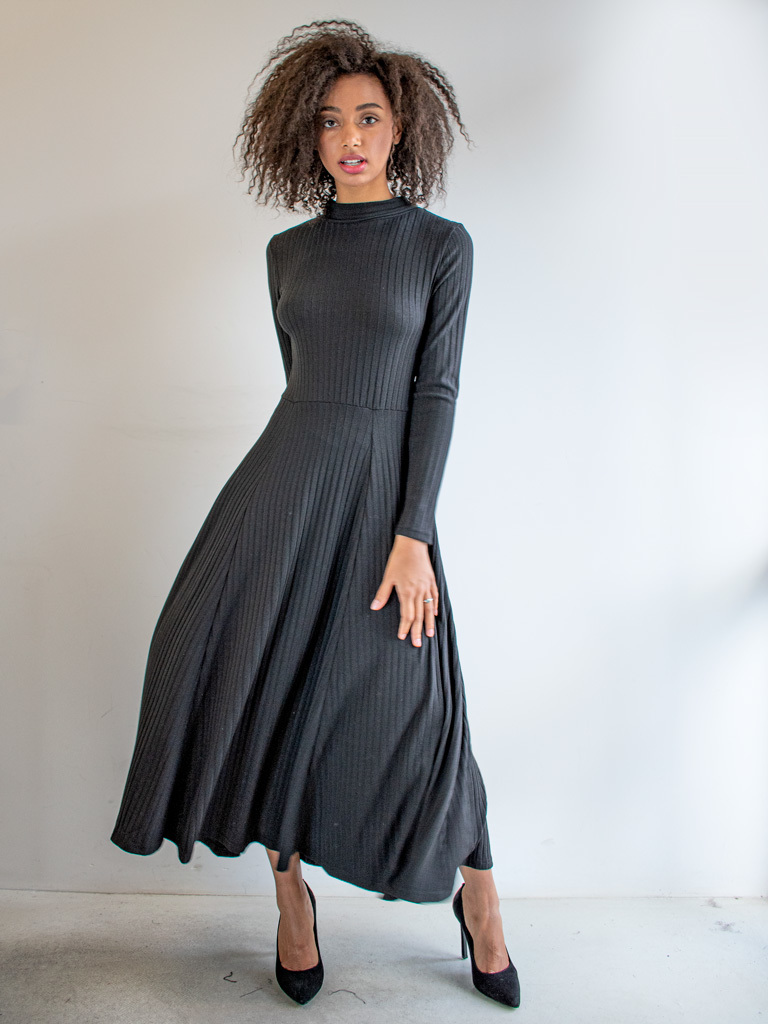 Sukienka z gołymi plecami i tasiemką czarna Katarina Ivanenko