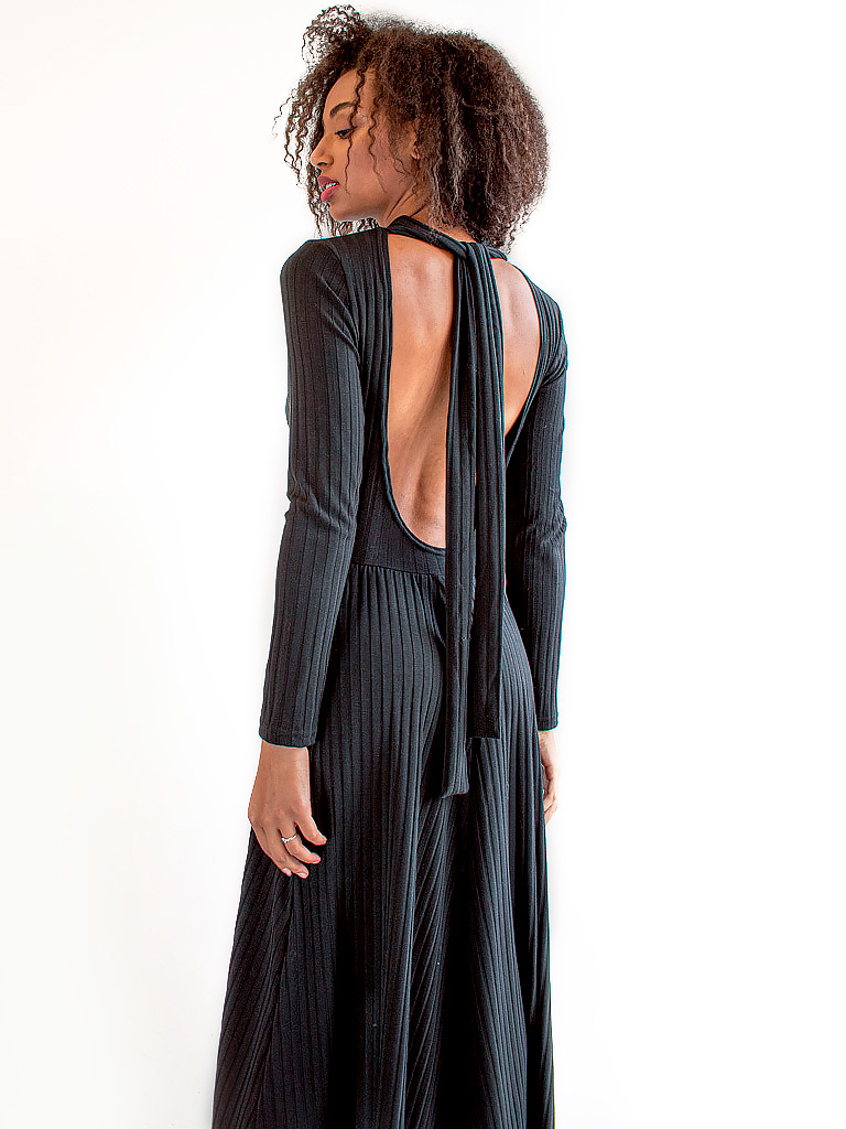 Sukienka z gołymi plecami i tasiemką czarna Katarina Ivanenko (zdjęcie 3)
