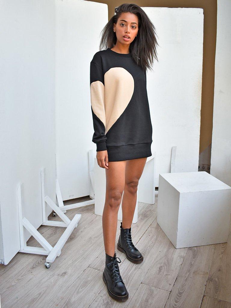 Sukienka dresowa czarna z beżowym sercem Love&Live