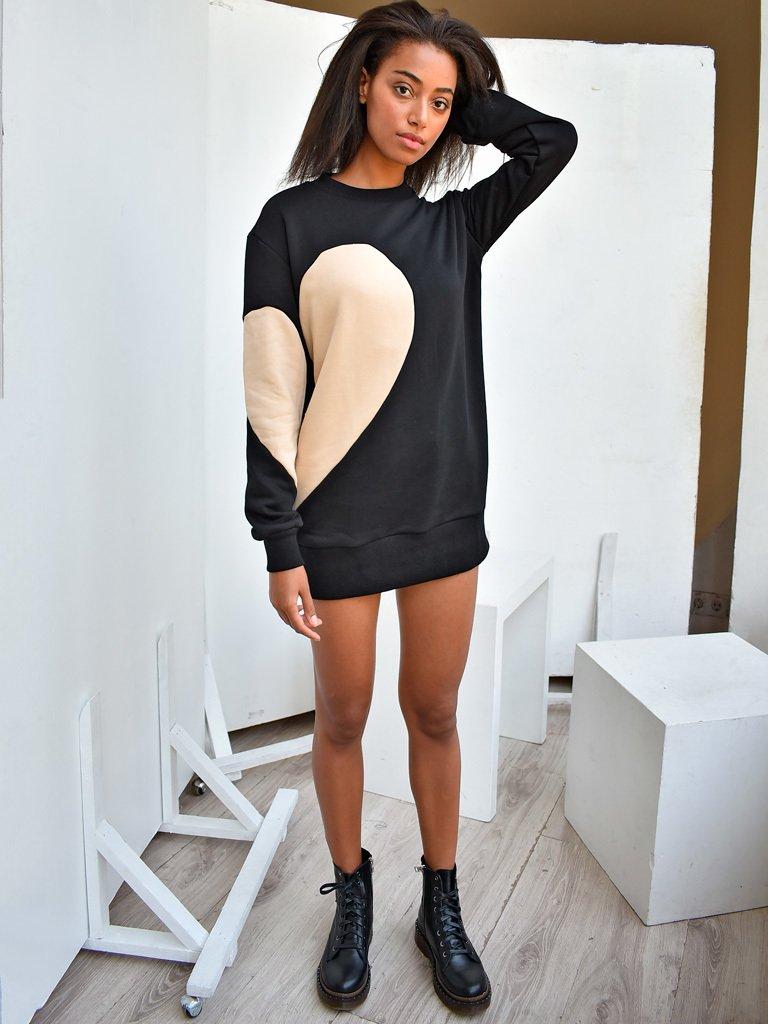 Sukienka dresowa czarna z beżowym sercem Love&Live (zdjęcie 2)