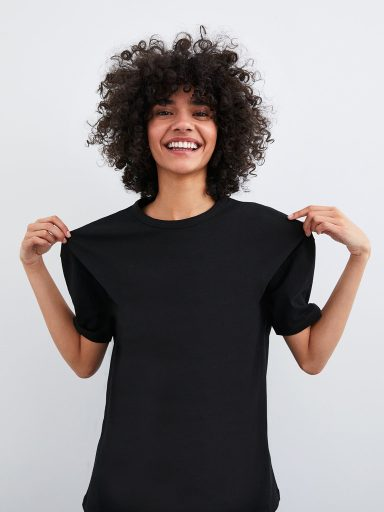 T-shirt czarny z asymetrycznym dołem Love&Live (zdjęcie 5)