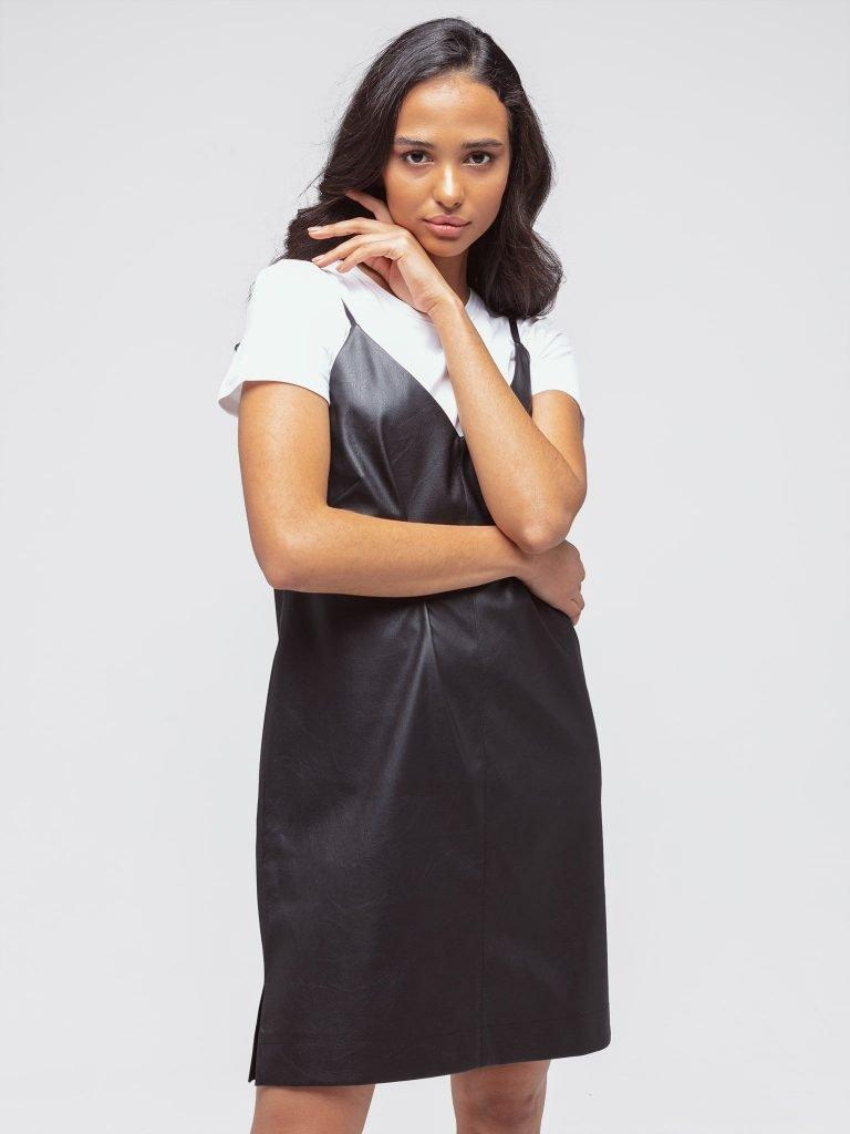 Czarna sukienka mini z imitacji skóry na ramiączkach Katarina Ivanenko (zdjęcie 2)