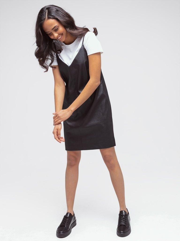 Czarna sukienka mini z imitacji skóry na ramiączkach Katarina Ivanenko