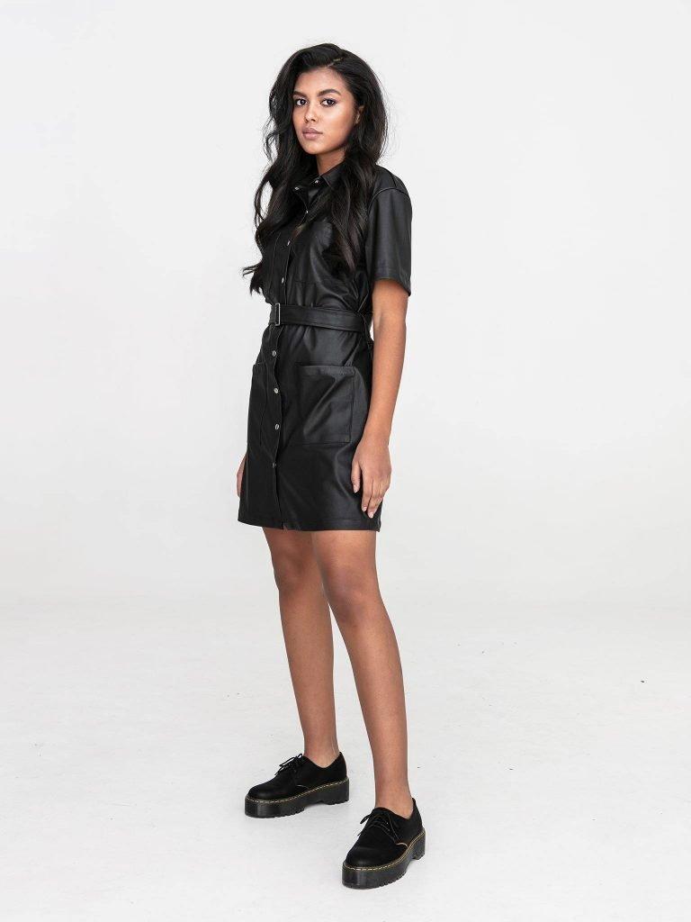 Czarna sukienka koszulowa mini z imitacji skóry Katarina Ivanenko (zdjęcie 2)