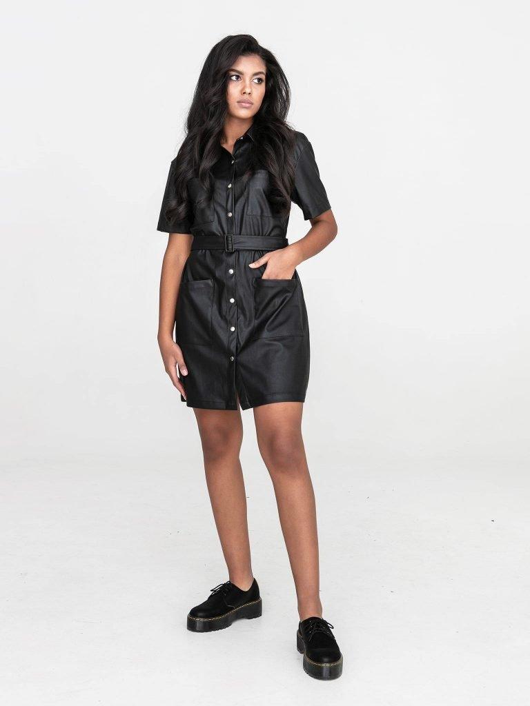 Czarna sukienka koszulowa mini z imitacji skóry Katarina Ivanenko (zdjęcie 4)