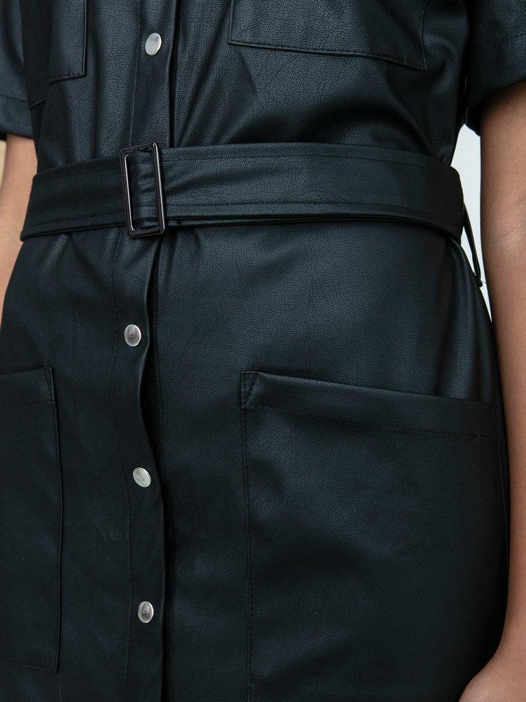 Czarna sukienka koszulowa mini z imitacji skóry Katarina Ivanenko (zdjęcie 5)