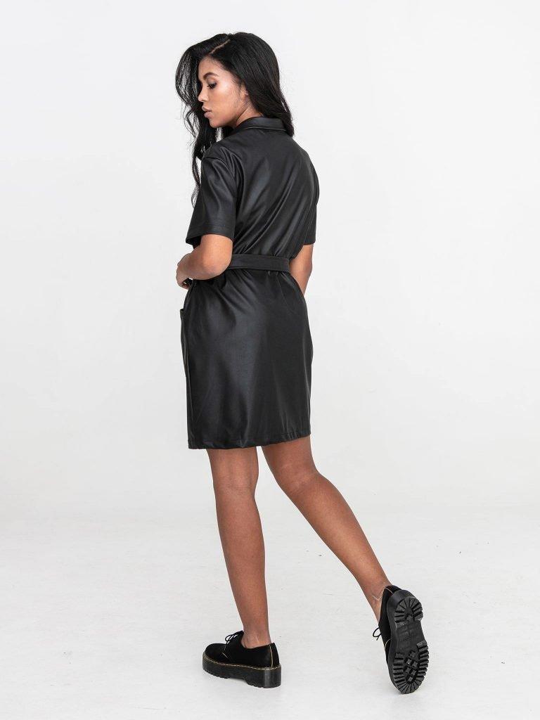 Czarna sukienka koszulowa mini z imitacji skóry Katarina Ivanenko (zdjęcie 6)