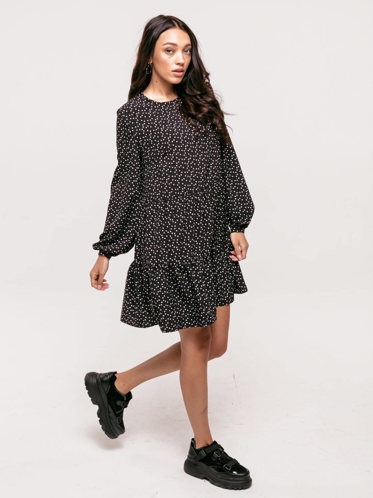 Czarna sukienka mini wykończona falbanką Love&Live (zdjęcie 3)