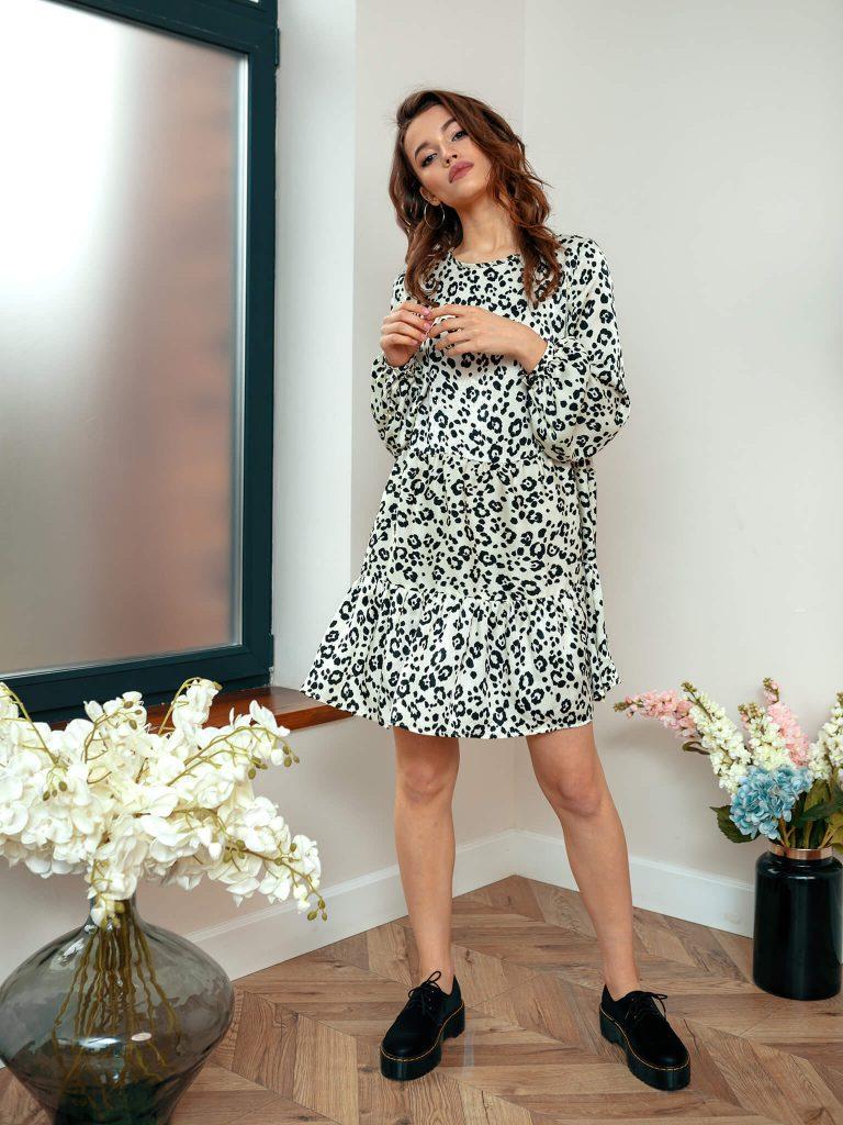 Sukienka mini wykończona falbanką w kolorze złamanej bieli Katarina Ivanenko (zdjęcie 2)