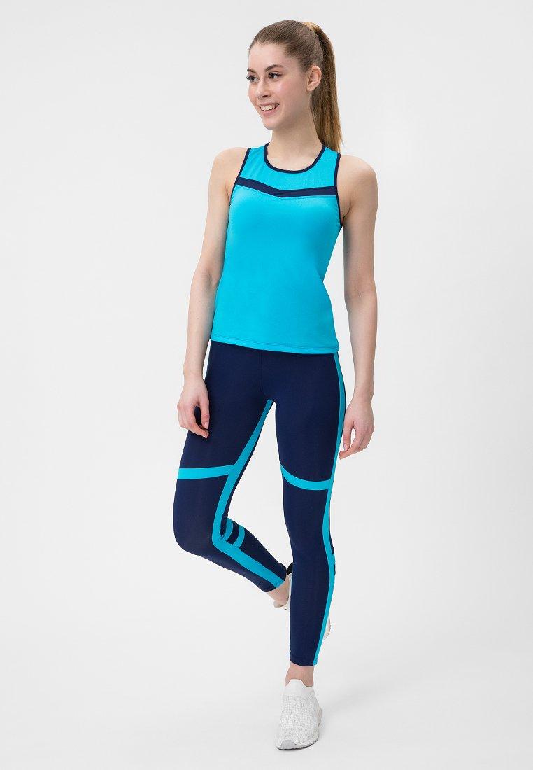 Niebieski strój fitness sportowy (koszulka, legginsy) Pure