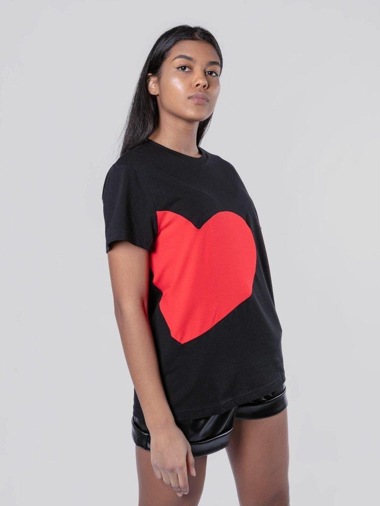 T-shirt czarny z sercem Love&Live (zdjęcie 3)