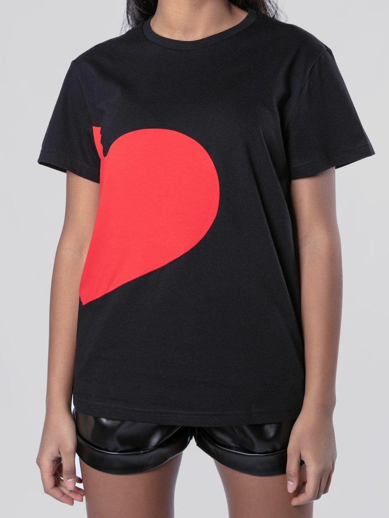 T-shirt czarny z sercem Love&Live (zdjęcie 6)