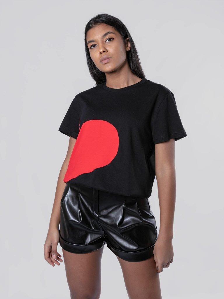 T-shirt czarny z sercem Love&Live (zdjęcie 4)