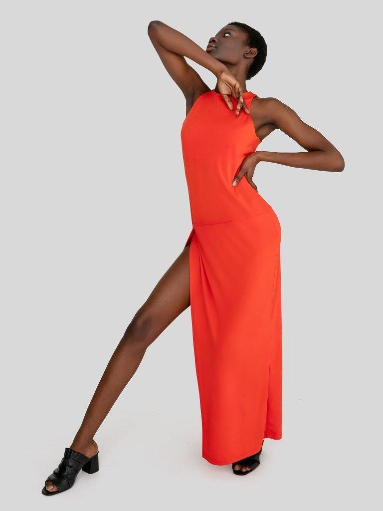 Dopasowana sukienka maxi w kolorze koralowym Katarina Ivanenko (zdjęcie 2)