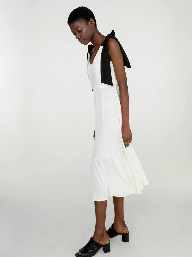 Sukienka midi z kontrastowym wiązaniem w kolorze białym Katarina Ivanenko (zdjęcie 4)