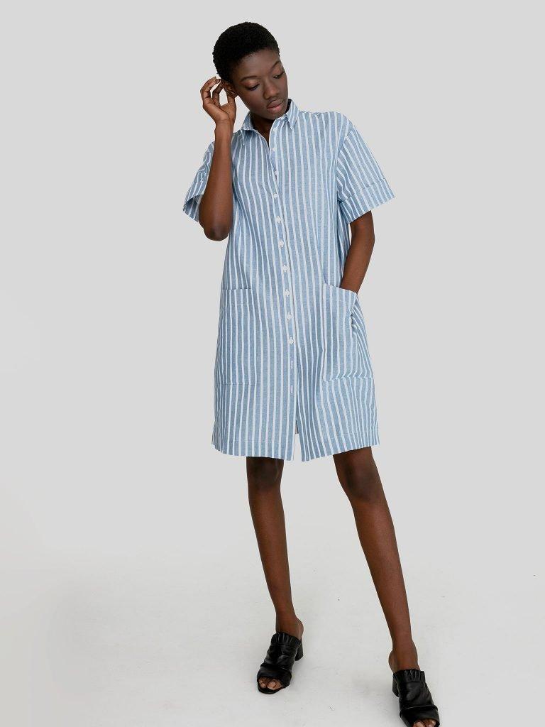 Lniana sukienka midi w stylu koszulowym biało niebieska w paski Love&Live