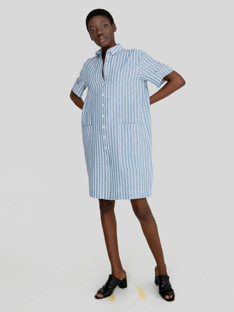 Lniana sukienka midi w stylu koszulowym biało niebieska w paski Love&Live (zdjęcie 3)
