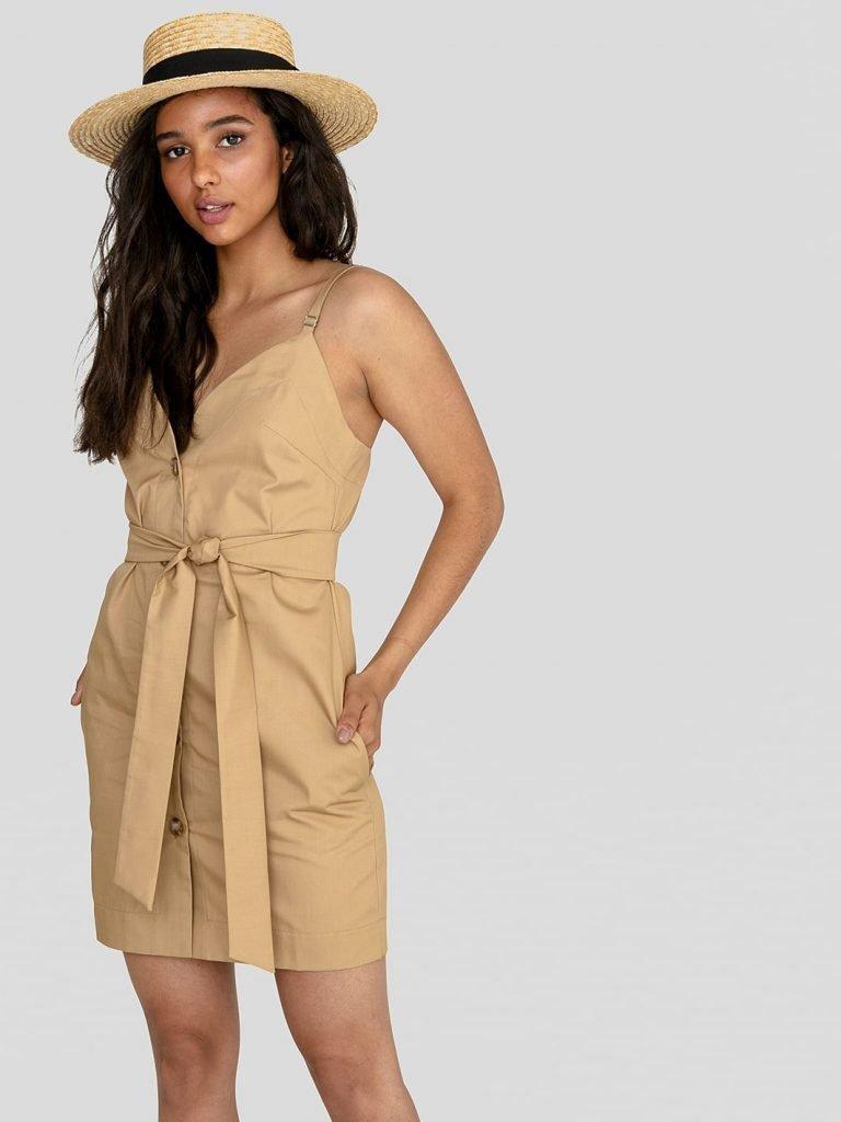 Sukienka mini na ramiączkach w kolorze ciepłego beżu Love&Live