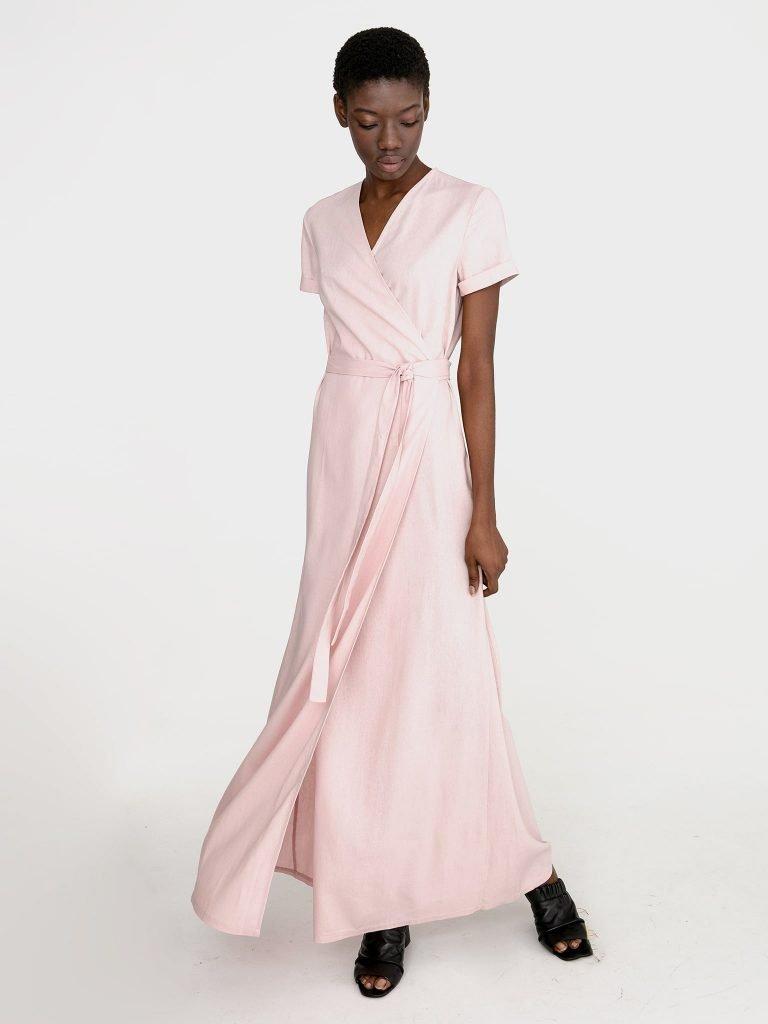 Sukienka kopertowa maxi w kolorze pudrowy róż Katarina Ivanenko