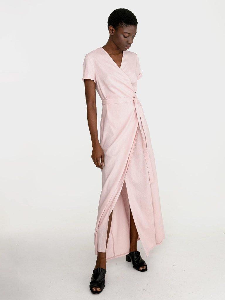 Sukienka kopertowa maxi w kolorze pudrowy róż Katarina Ivanenko (zdjęcie 2)