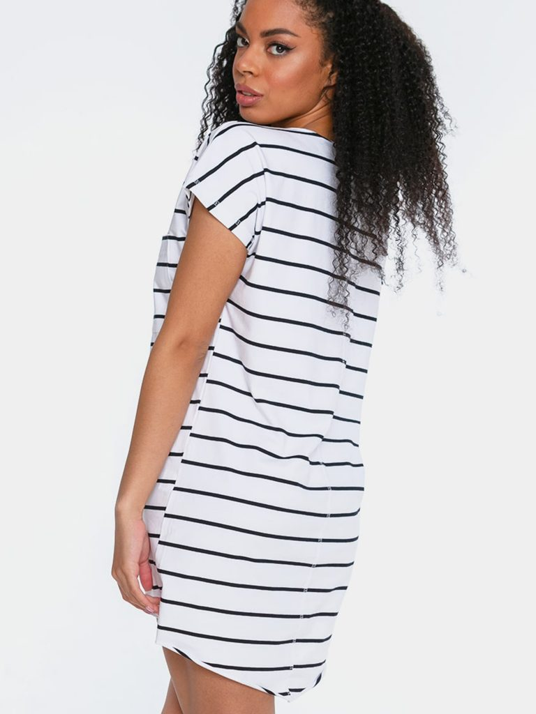 Sukienka mini w stylu t-shirtu białoczarna w paski Love&Live (zdjęcie 4)