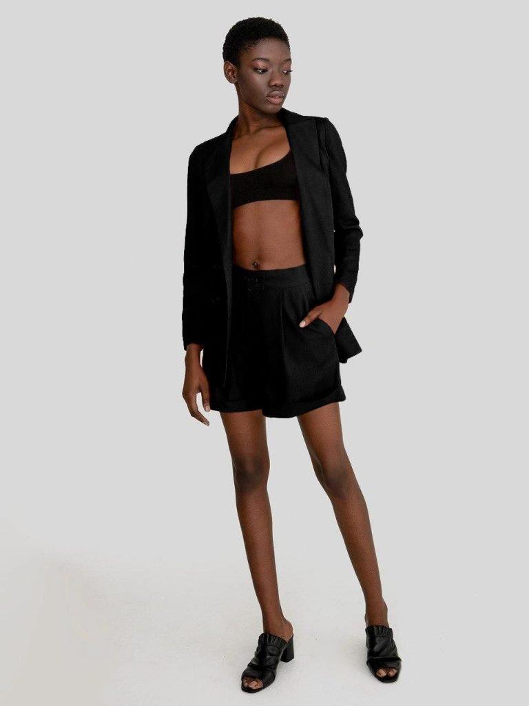 Lniany garnitur w kolorze czerni (żakiet, szorty) Love&Live
