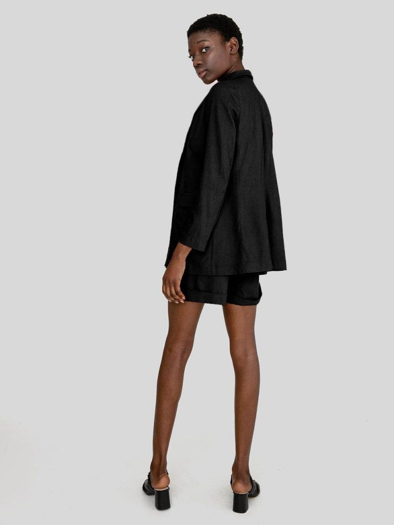 Lniany garnitur w kolorze czerni (żakiet, szorty) Love&Live (zdjęcie 2)