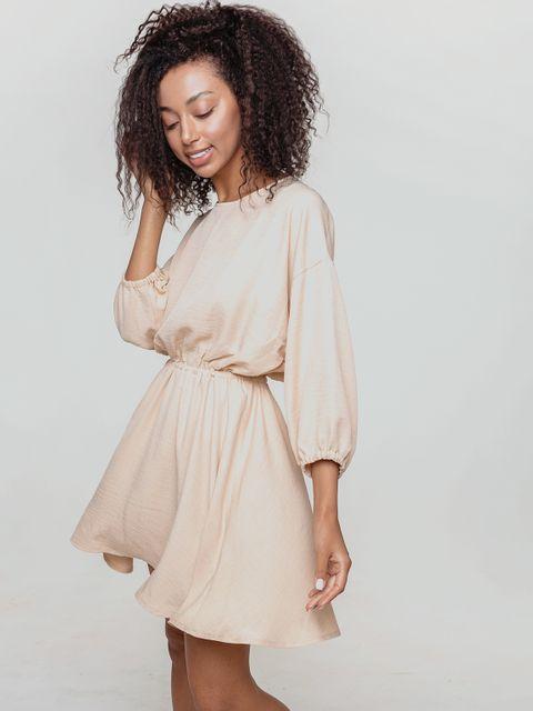 Odsłaniająca plecy sukienka z lnu w kolorze ciepłego beżu Love&Live
