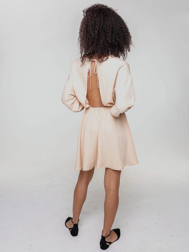 Odsłaniająca plecy sukienka z lnu w kolorze ciepłego beżu Love&Live (zdjęcie 3)