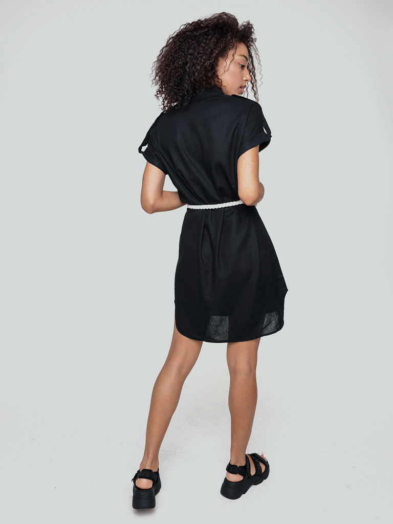 Sukienka mini w stylu koszulowym czarna z kontrastowym pasem Love&Live (zdjęcie 3)