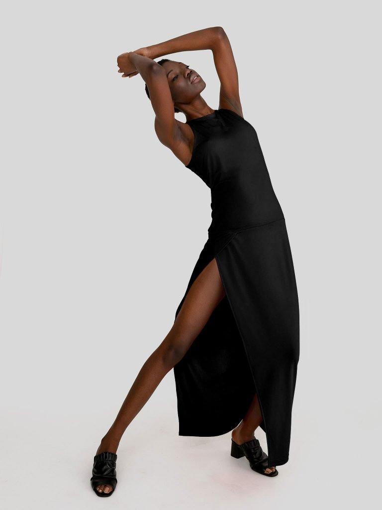 Dopasowana sukienka maxi w kolorze czerni Katarina Ivanenko