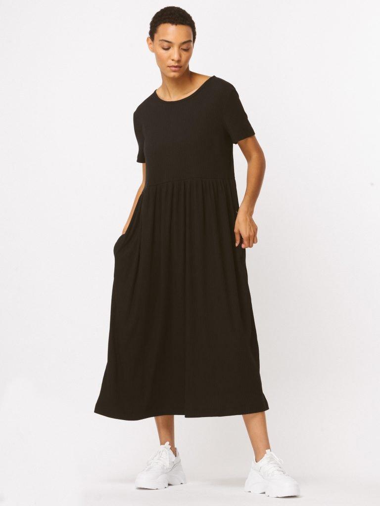 Sukienka czarna maxi luźna w kroju Katarina Ivanenko