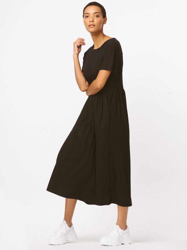Sukienka czarna maxi luźna w kroju Katarina Ivanenko (zdjęcie 2)
