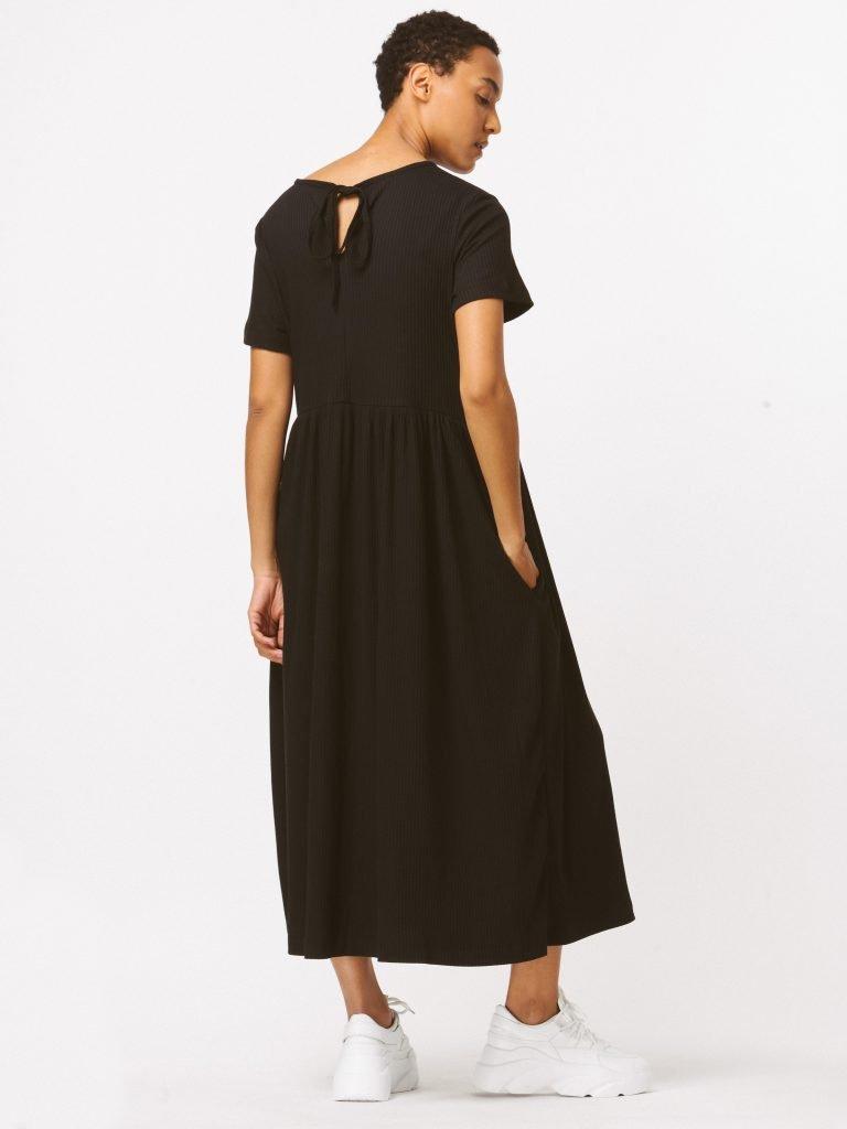Sukienka czarna maxi luźna w kroju Katarina Ivanenko (zdjęcie 4)