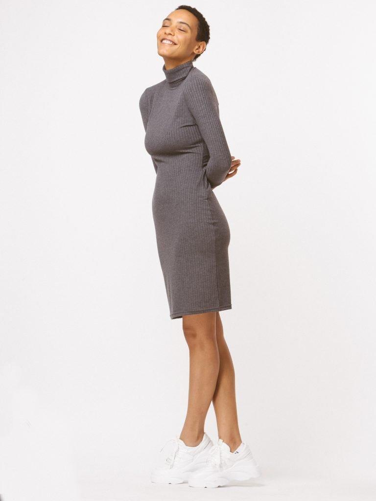 Sukienka dopasowana szara Katarina Ivanenko (zdjęcie 3)