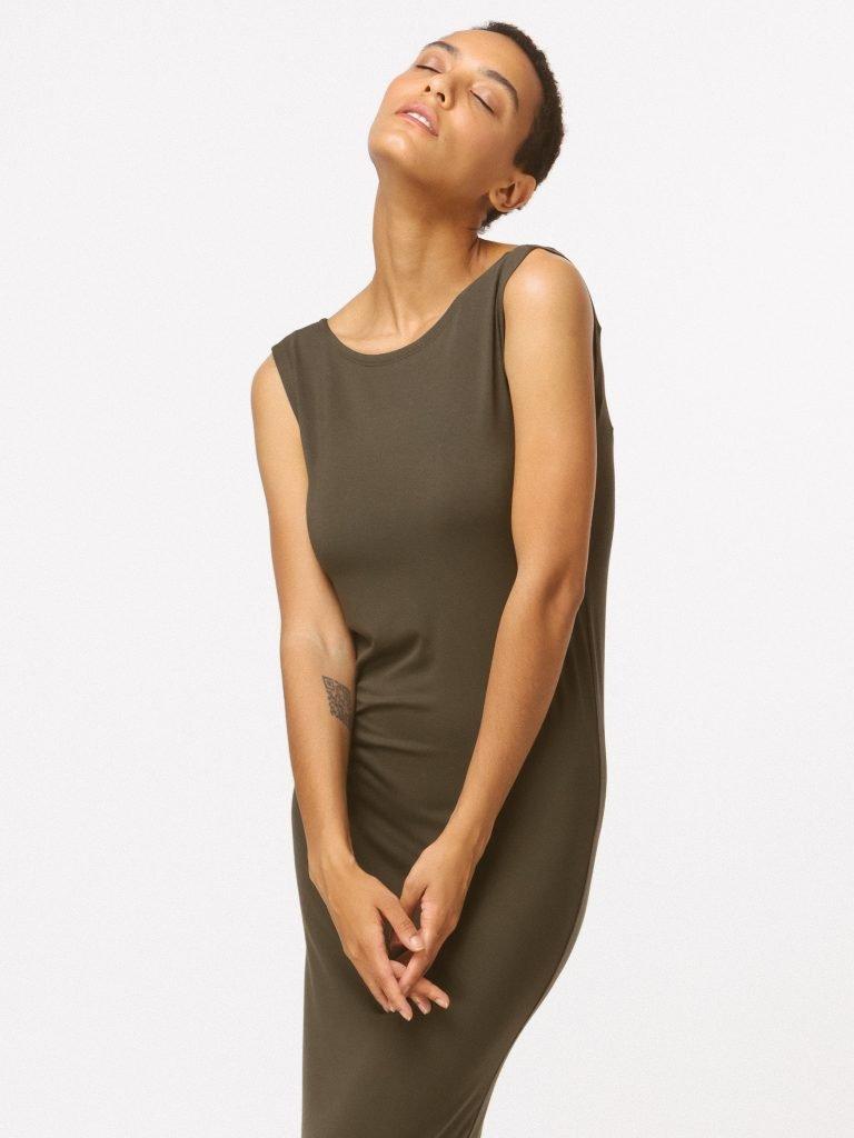 Sukienka khaki z wycięciem na plecach LOVE&LIVE (zdjęcie 4)