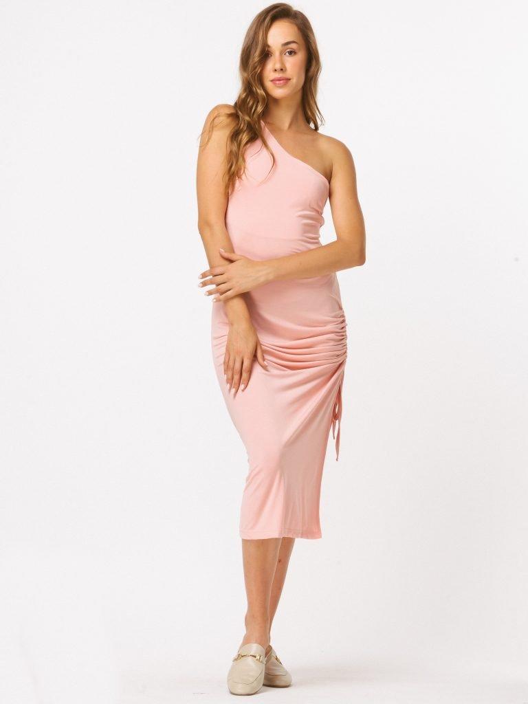 Sukienka midi w kolorze brzoskwiniowym na jedno ramię z drapowaniem Katarina Ivanenko