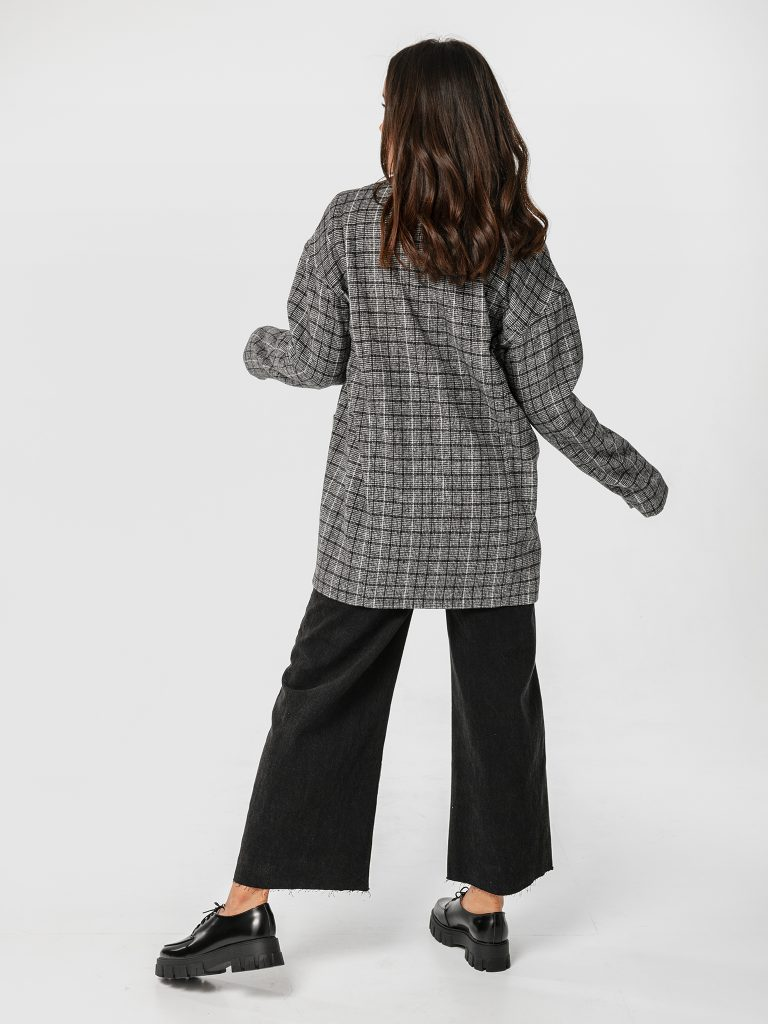 Szary płaszcz oversize w kratę Katarina Ivanenko (zdjęcie 3)