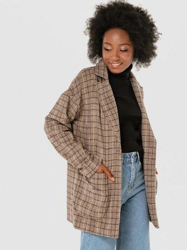 Beżowy płaszcz oversize w kratę Katarina Ivanenko
