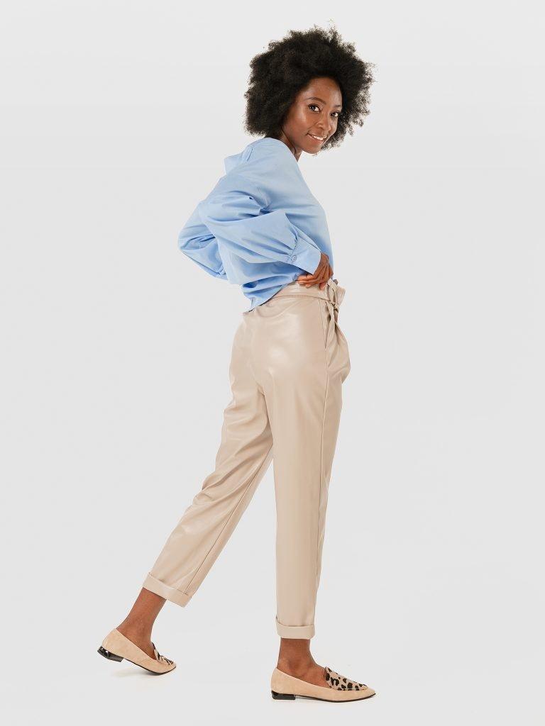 Spodnie ze sztucznej skóry szaro-beżowe Katarina Ivanenko (zdjęcie 3)