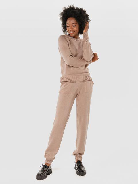 Zestaw beżowy z nakładanymi kieszeniami (sweter i spodnie) Love&Live (zdjęcie 2)