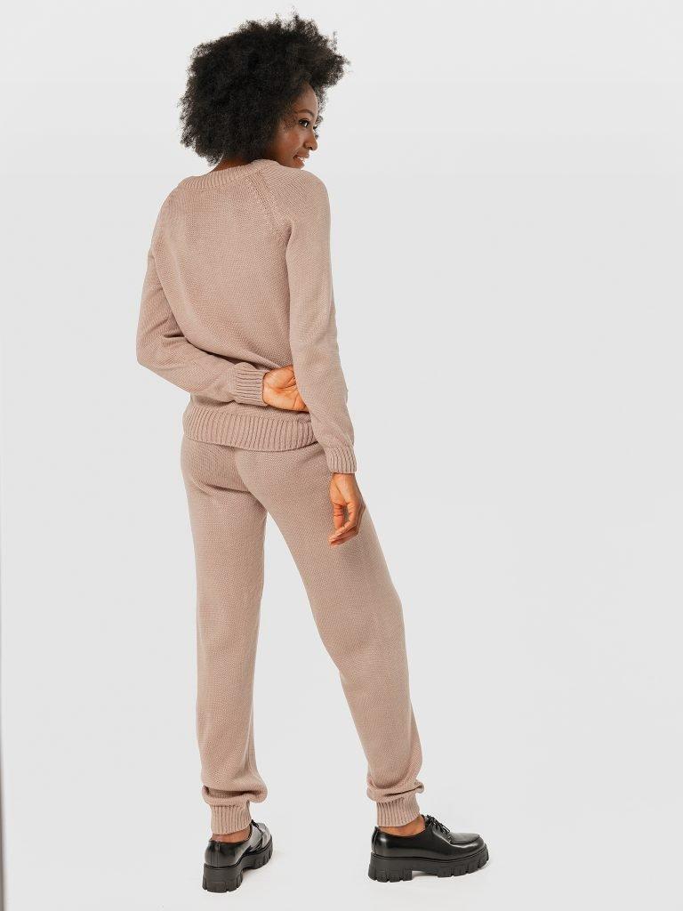 Zestaw beżowy z nakładanymi kieszeniami (sweter i spodnie) Love&Live (zdjęcie 3)