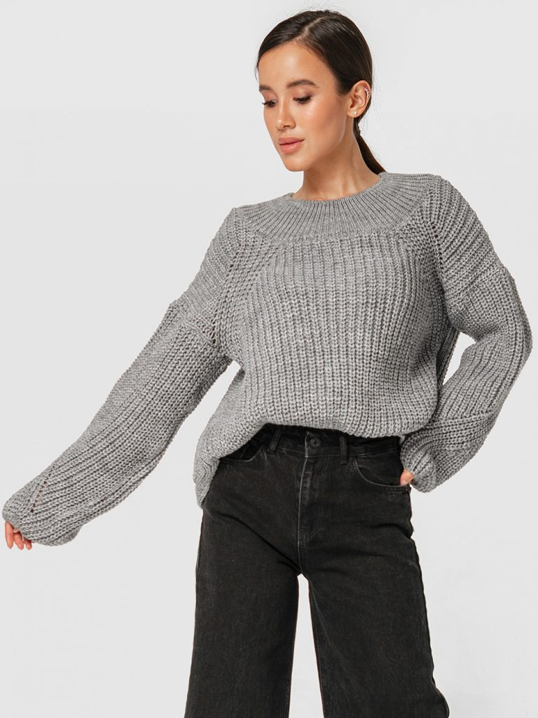 Szary sweter o luźnym kroju Katarina Ivanenko