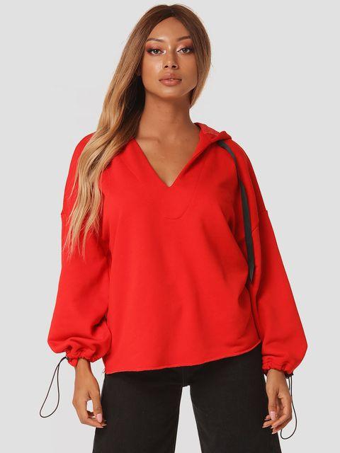 Czerwona bluza z kapturem Katarina Ivanenko