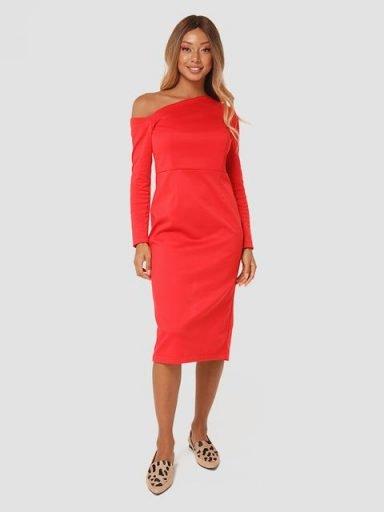 Sukienka midi z asymetrycznym dekoltem w kolorze czerwonym Love&Live