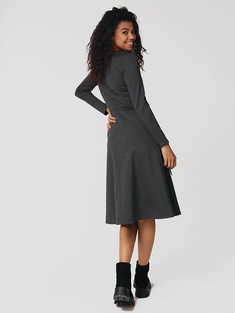 Sukienka midi w kolorze ciemnoszarym z paskiem Katarina Ivanenko (zdjęcie 3)