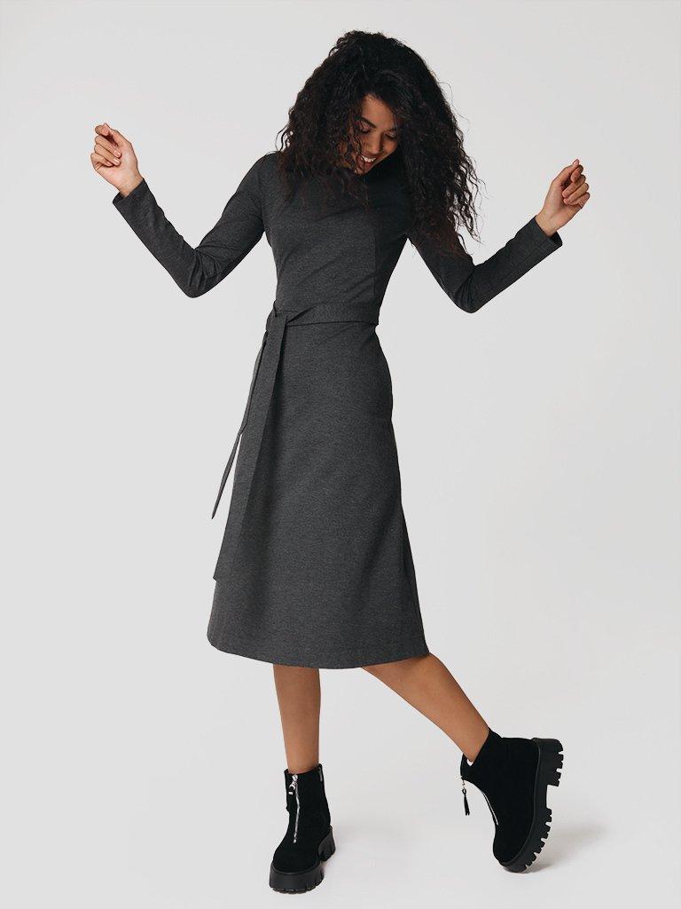 Sukienka midi w kolorze ciemnoszarym z paskiem Katarina Ivanenko (zdjęcie 2)