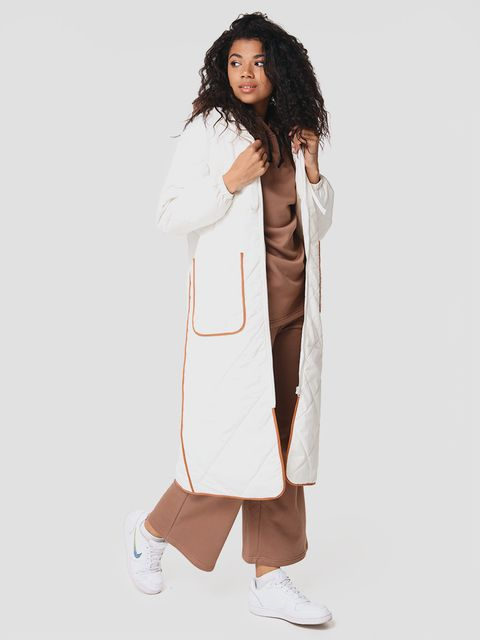 Pikowana kurtka midi z kontrastową lamówką w kolorze mlecznym Love&Live
